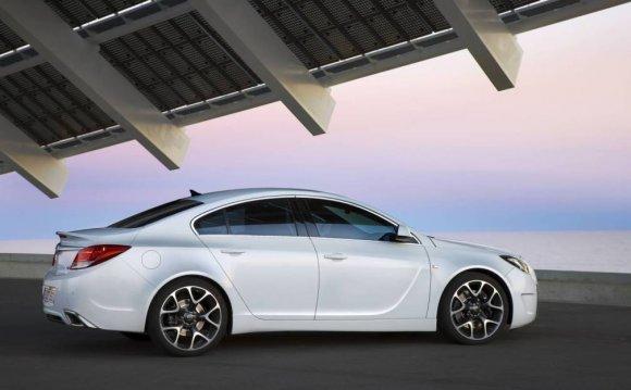 2014 Opel Insignia side