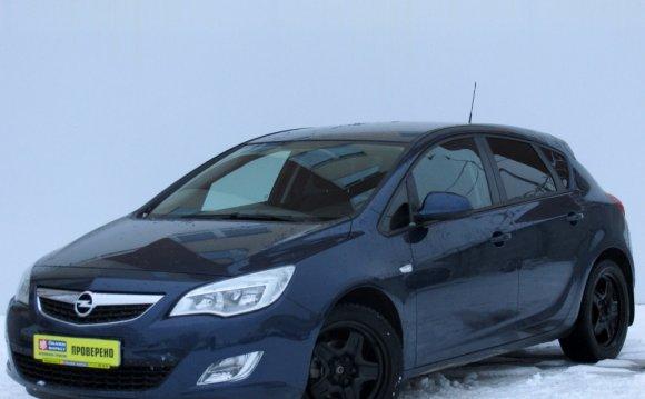 Купить Opel Astra 2011 года с