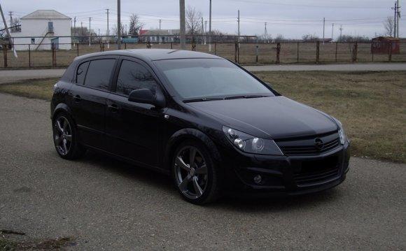 Opel Astra H первая на