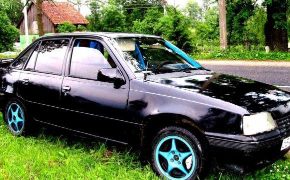 Opel Kadett E чёрный 1.6