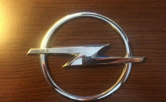 Значок Opel на багажник